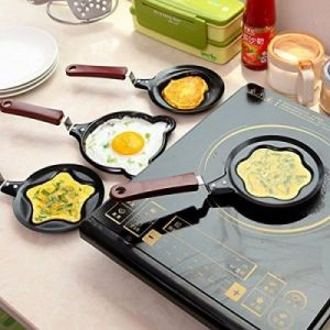 Omelette Designer Mini Egg Pan - Mini Poele ( Design May very)