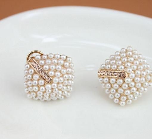 pearl-rhombus-stud-earrings